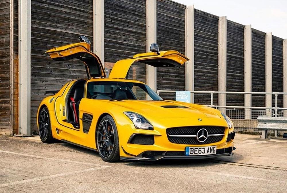 Mercedes-Benz SLS AMG được trang bị động cơ V8