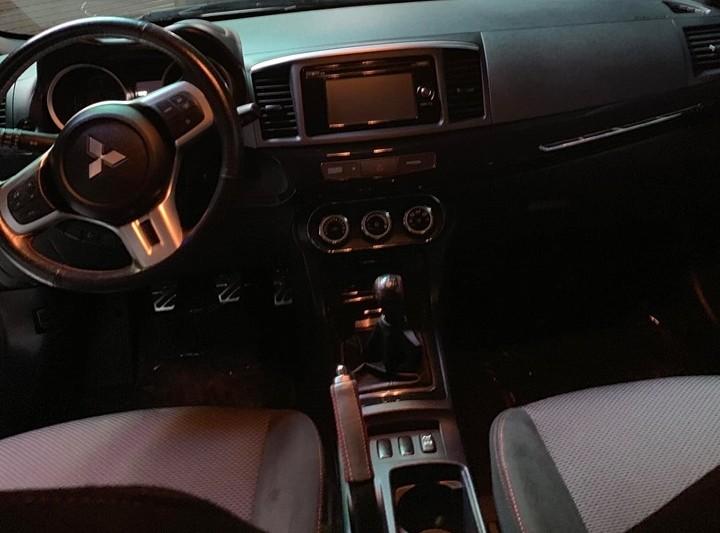 Xe sử dụng hộp số 5 cấp và hệ dẫn động 4 bánh Super All-Wheel