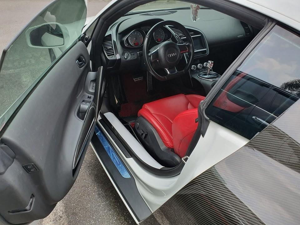 Nội thất xe mang màu đỏ