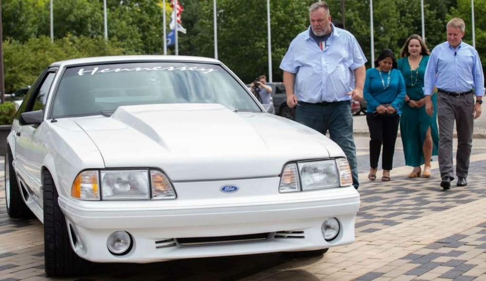 Ông Ryan gặp lại chiếc Ford Mustang sau 17 năm xa cách
