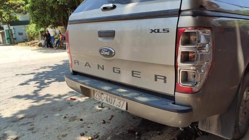 Chiếc xe bán tải Ford Ranger bị hư hỏng nhẹ sau vụ tai nạn