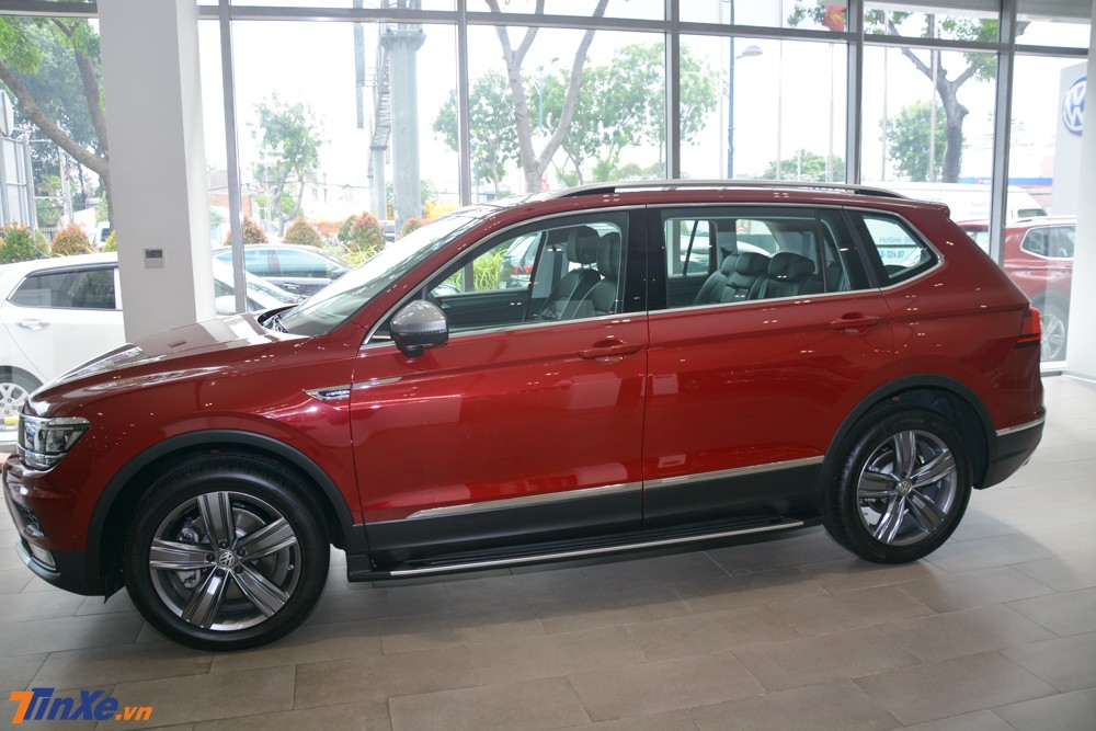 Volkswagen Tiguan Allspace Luxury có giá cao hơn bản tiêu chuẩn 120 triệu đồng