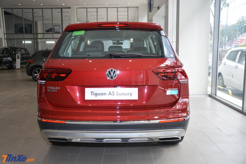Cận cảnh phần đuôi xe Volkswagen Tiguan Allspace Luxury