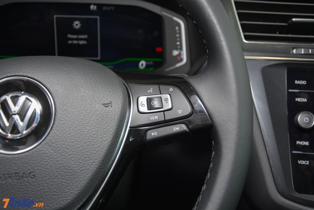 Volkswagen Tiguan Allspace Luxury còn có tính năng hỗ trợ đỗ xe tự động Park Assist, tuỳ chọn đỗ vuông góc hoặc song song