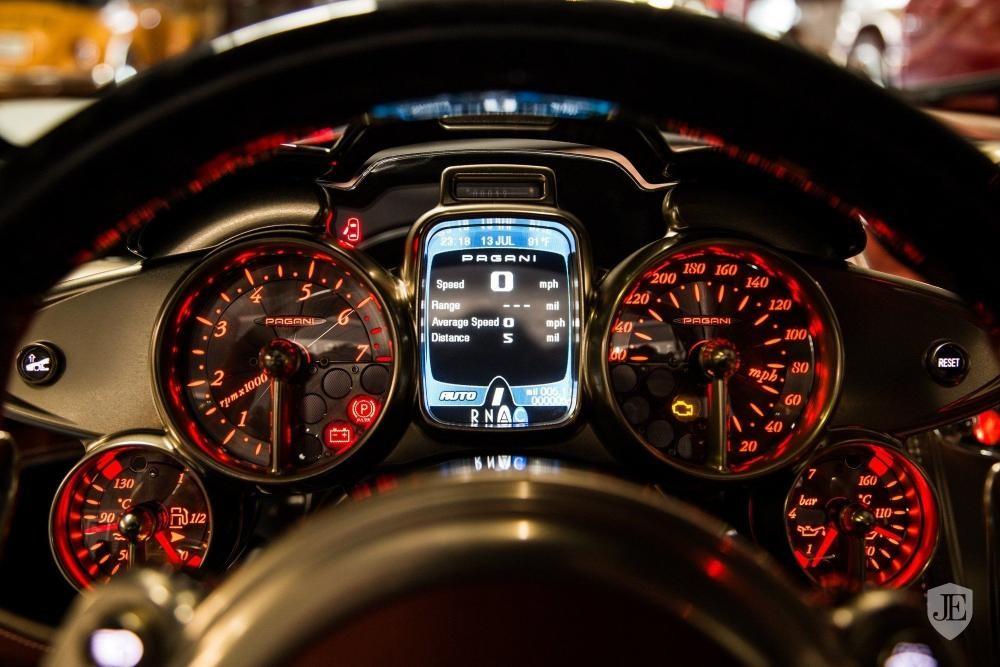 Chiếc siêu xe Pagani Huayra Lampo không có nâng cấp ở động cơ V12 nguyên bản của xe
