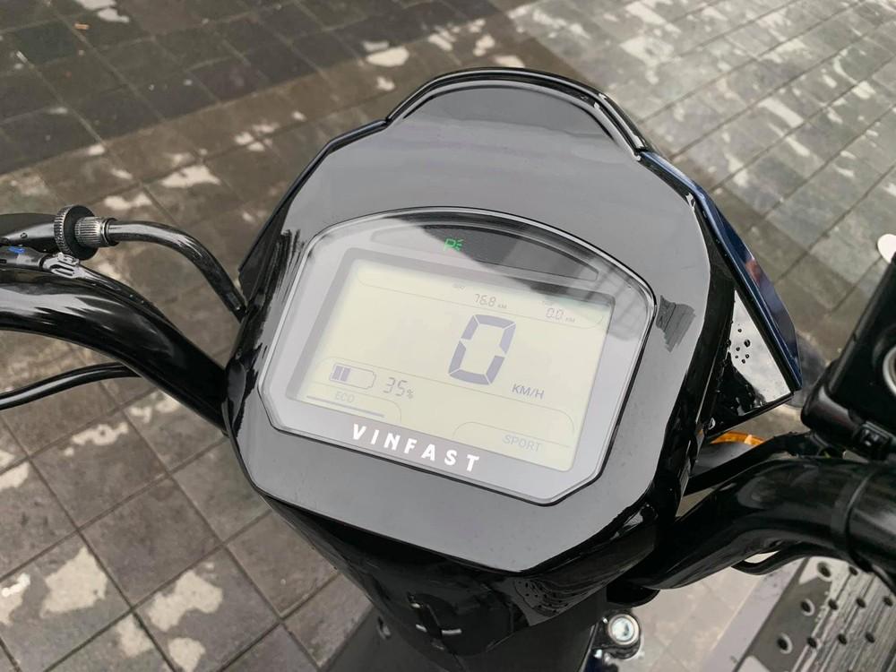 Màn hình kỹ thuật số trên VinFast Impes