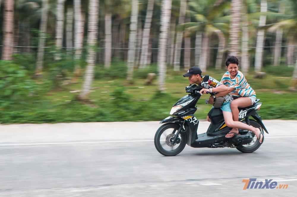 Du khách trên đảo Siargao - Philippine tỏ ra khá ưa thích mẫu xe tay ga này