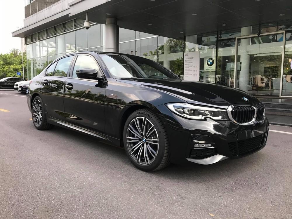 BMW 330i M Sport 2020 hiện đang có mặt tại đại lý với giá niêm yết là 2,379 tỷ đồng