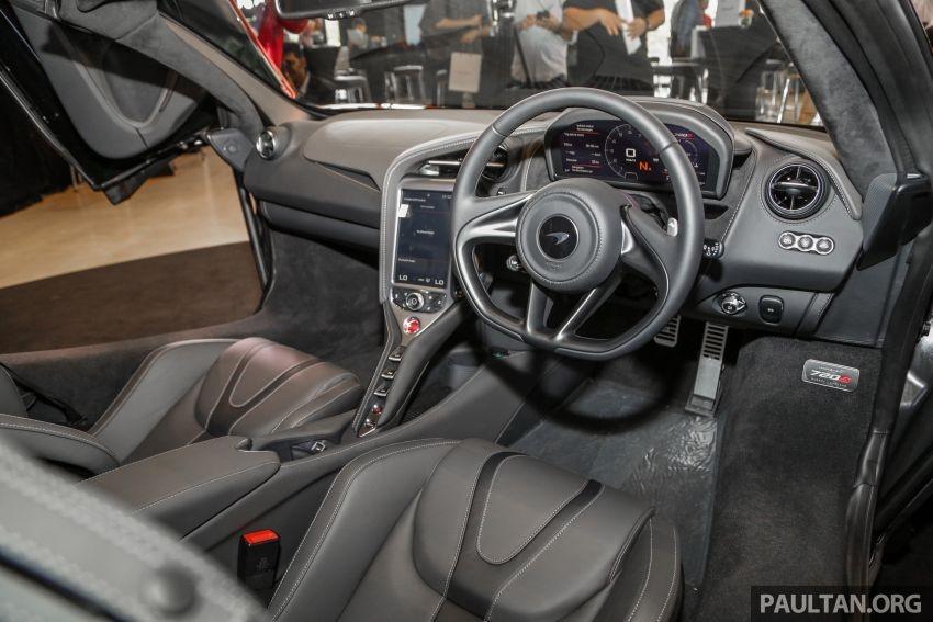 Nội thất siêu xe mui trần McLaren 720S Spider ra mắt Malaysia