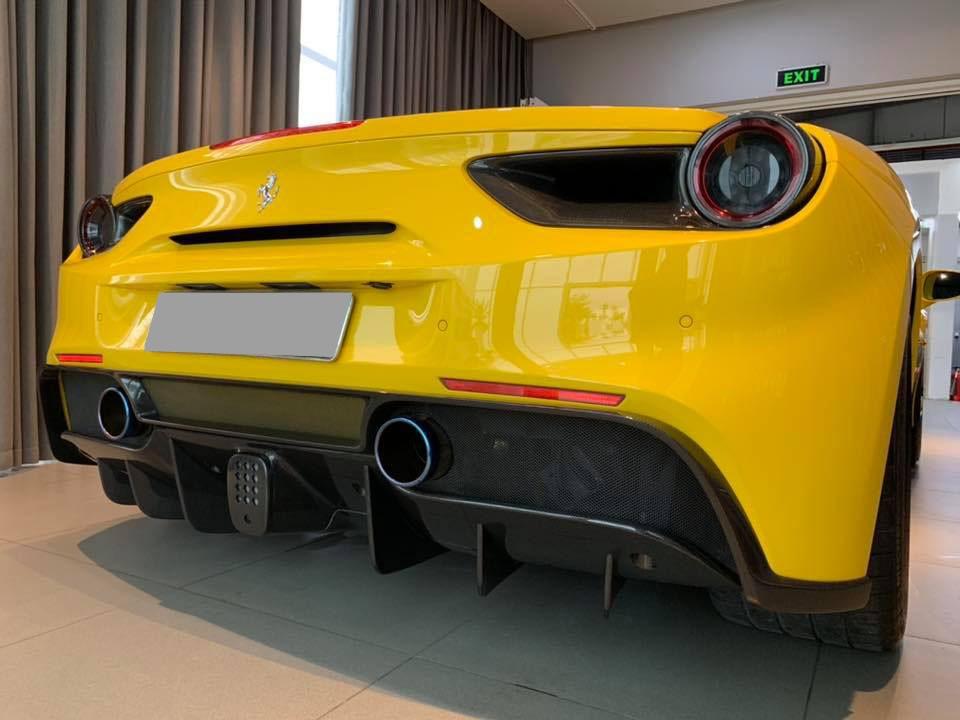 Bản độ đúng bài của Novitec Rosso còn có cánh gió đuôi bằng carbon và mâm độ