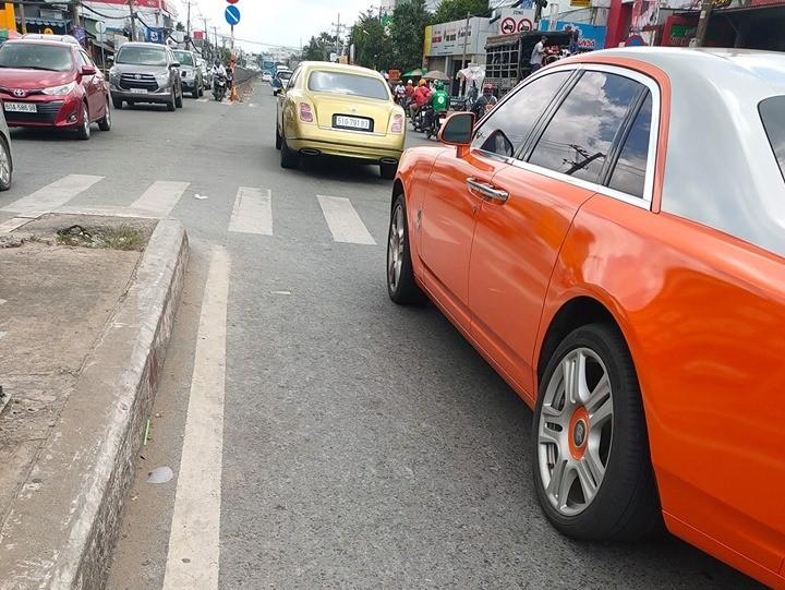 Bentley Mulsanne và Rolls-Royce Ghost hơn 65 tỷ đồng của doanh nhân Dũng Lò Vôi trên đường phố Việt