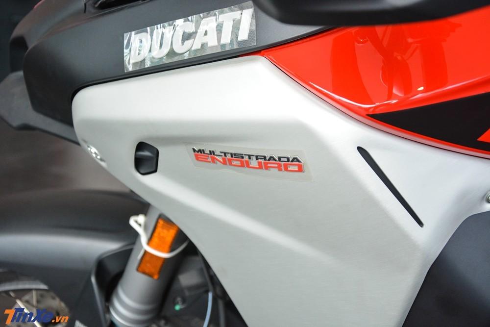 Bên hông xe là dòng chữ Multistrada Enduro để nhận biết