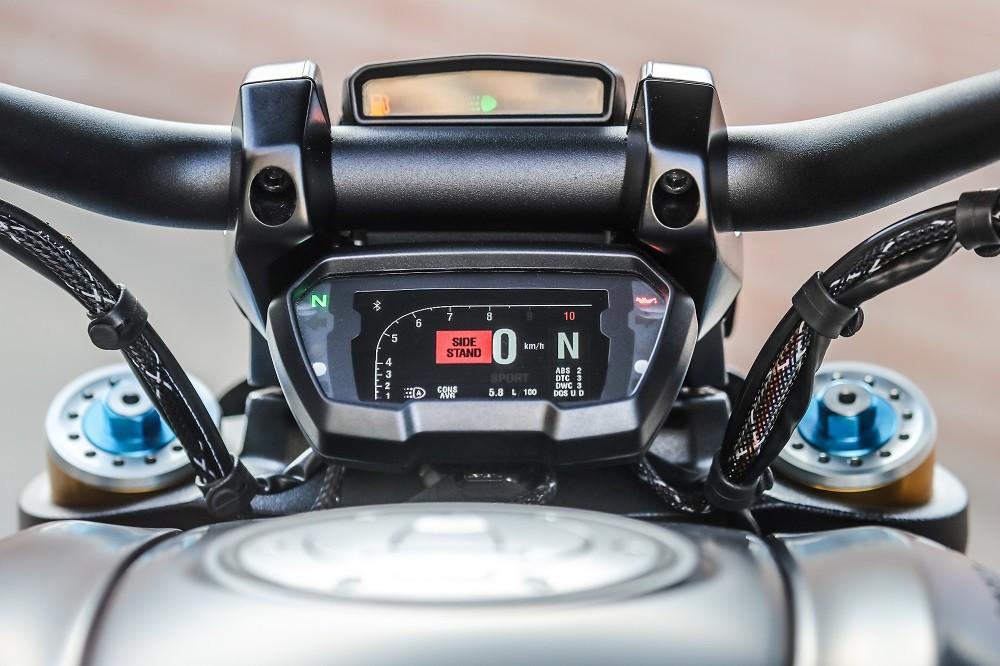Màn hình điện tử hiện đại, gọn gàng là điểm cộng lớn trên xe