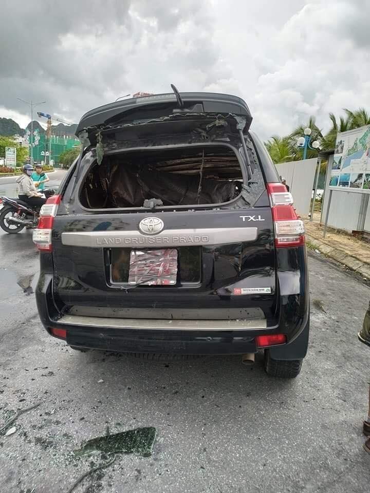 Chiếc Toyota Land Cruiser Prado vỡ kính cả trước lẫn sau