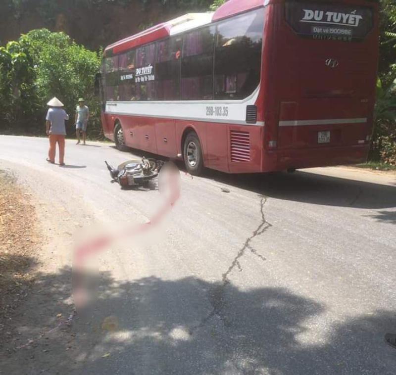 Nam thanh niên điều khiển xe máy đã không làm chủ được tốc độ khi ôm cua khiến tai nạn xảy ra
