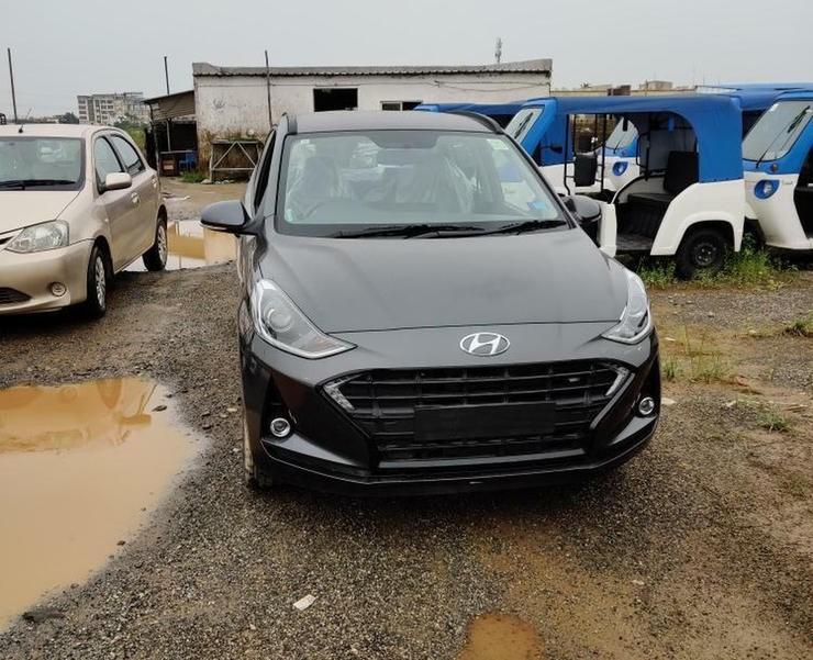Cận cảnh đầu xe của Hyundai Grand i10 2019 tại đại lý