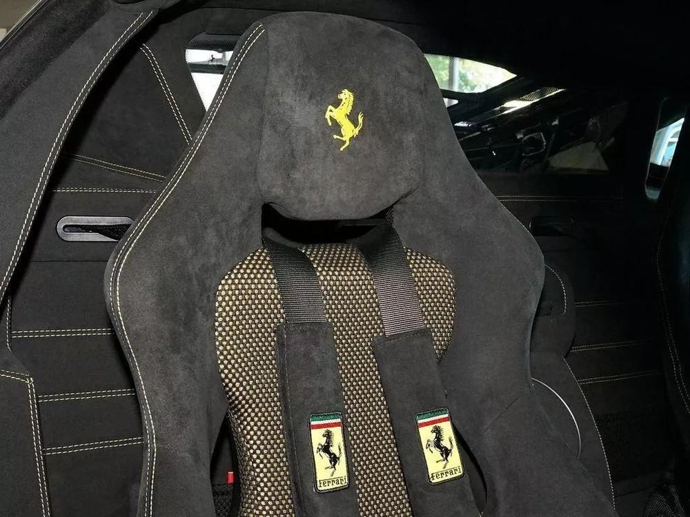 Dây an toàn 4 điểm của siêu xe Ferrari 430 Scuderia