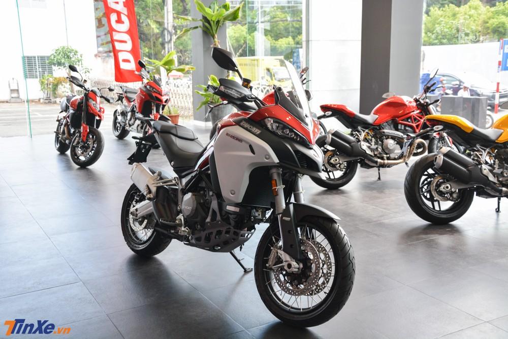 Ducati Multistrada 1260 Enduro 2019 mang màu sơn đỏ có giá bán 835 triệu đồng