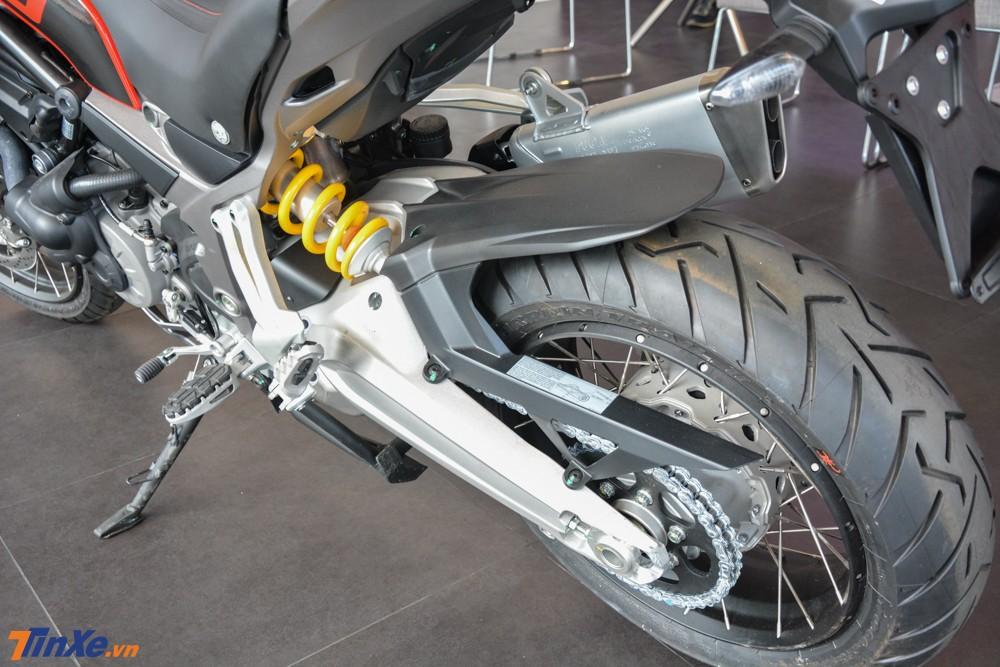 Ducati Multistrada 1260 Enduro 2019 sử dụng hẳn gắp đôi