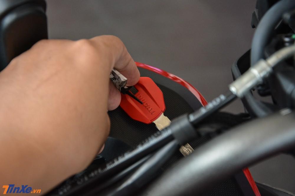 Vị trí đặt chìa khoá để khởi động xe Ducati Multistrada 1260 Enduro 2019
