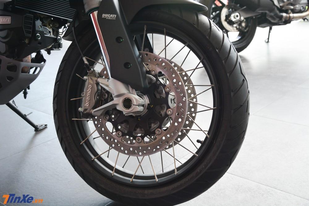 Ducati Multistrada 1260 Enduro 2019 sử dụng bánh căm có kích thước 19 inch cho bánh trước và phía sau là 17 inch