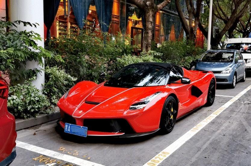 Ferrari LaFerrari Aperta siêu hiếm đỗ tại đường phố Thâm Quyến
