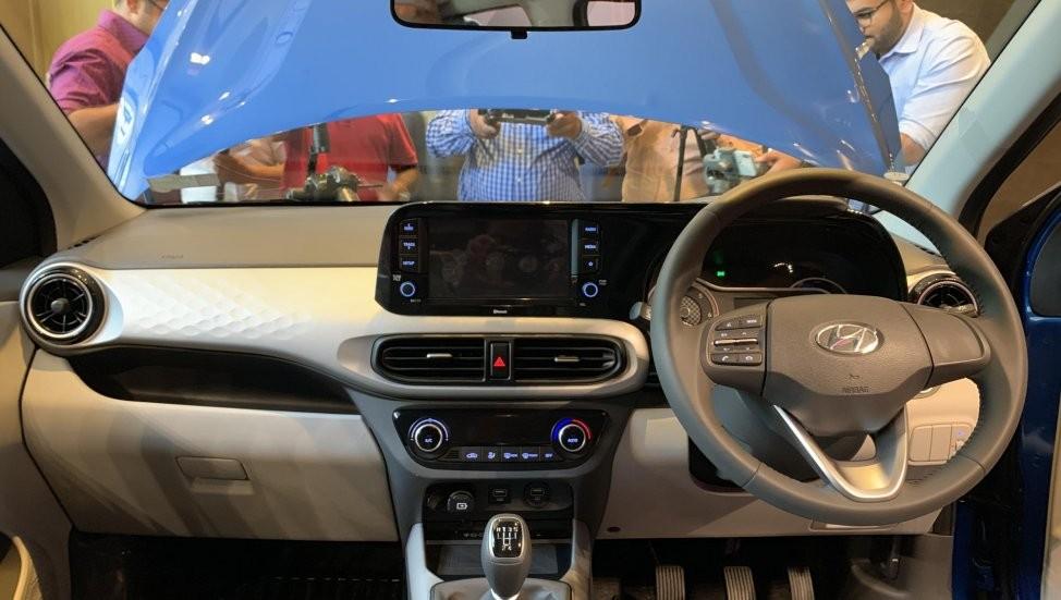 Hyundai Grand i10 Nios 2019 có vô lăng bọc da và cửa gió điều hòa hình tua-bin