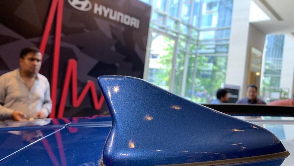 Ăng-ten hình vây cá trên nóc của Hyundai Grand i10 Nios 2019