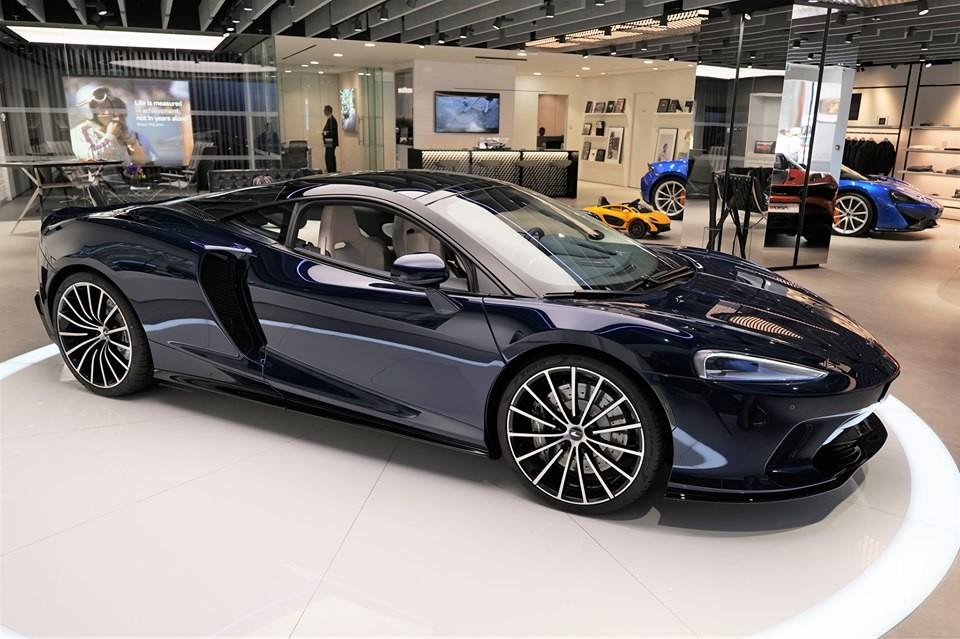 Siêu xe McLaren GT đang được trưng bày tại đại lý McLaren Hồng Kông có giá bán 11,2 tỷ đồng