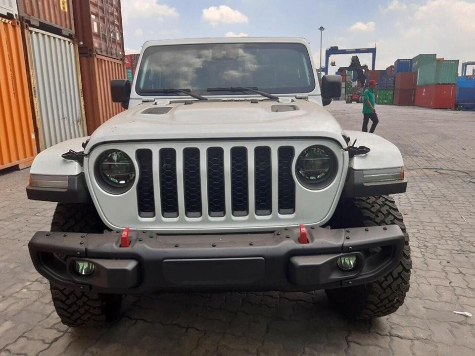 Jeep Gladiator Rubicon 2020 bất ngờ xuất hiện tại cảng Việt