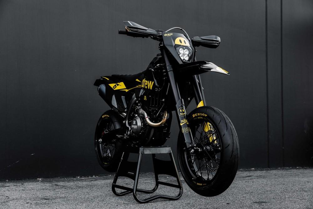 Chiếc KTM 500 EXC-F lột xác hoàn toàn sau khi được Drew House nâng cấp