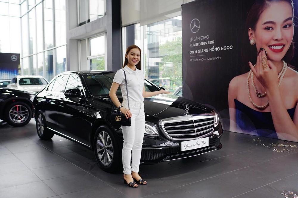 Trước Mercedes-Benz E-Class, nữ ca sỹ trẻ đã dùng một chiếc xe Mazda