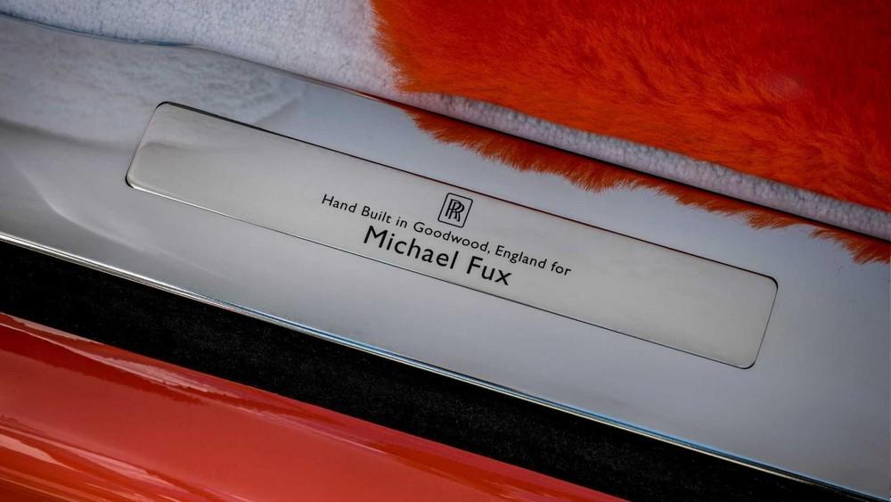 Ốp bậc cửa cho thấy chiếc Rolls-Royce Cullinan là xe thửa riêng cho ông Fux