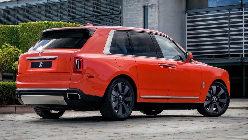Chiếc SUV siêu sang này được sơn màu cam đặc biệt