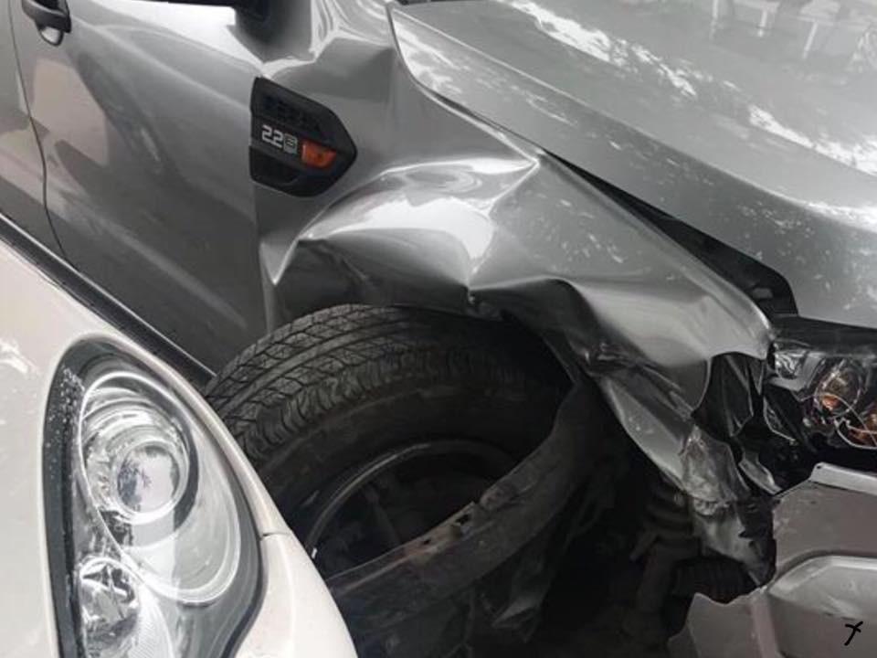 Chiếc Ford Ranger bị gãy trục trước