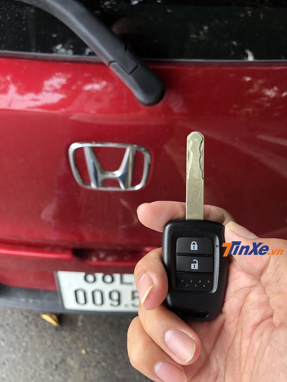 Chìa khoá xe của Honda Brio khá cổ điển.