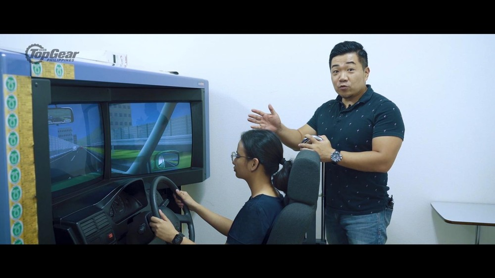 Thậm chí trường học lái xe ở Nhật Bản có cả máy mô phỏng như thế này