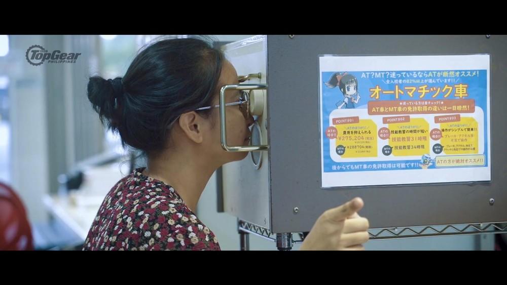 Máy kiểm tra thị lực ởTrường dạy lái xe Fuji
