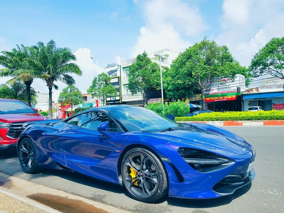 Cận cảnh siêu xe McLaren 720S màu tím của doanh nhân Vũng Tàu
