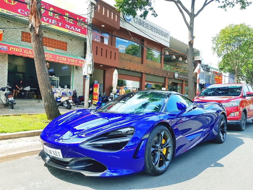 Chiếc xe này dừng chân tại nhà hàng của Cường Đô-la mở tại Vũng Tàu