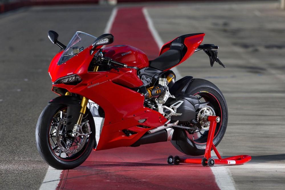 Việc bảo dưỡng xe Sport bike cần nhiều công đoạn hơn so với Naked bike