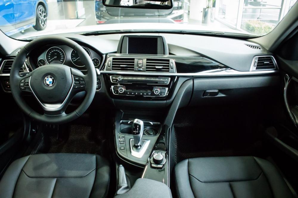 Nội thất của BMW 320i