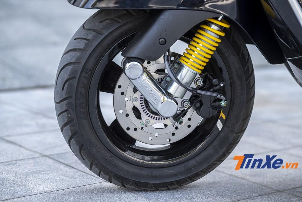 Vespa GTS SuperTech 300HPE vẫn được trang bị hệ thống an toàn bậc nhất với hệ thống chống bó cưng phanh 2 kênh ABS, hệ thống chống trơn trượt ASR, nút ngắt động cơ,...