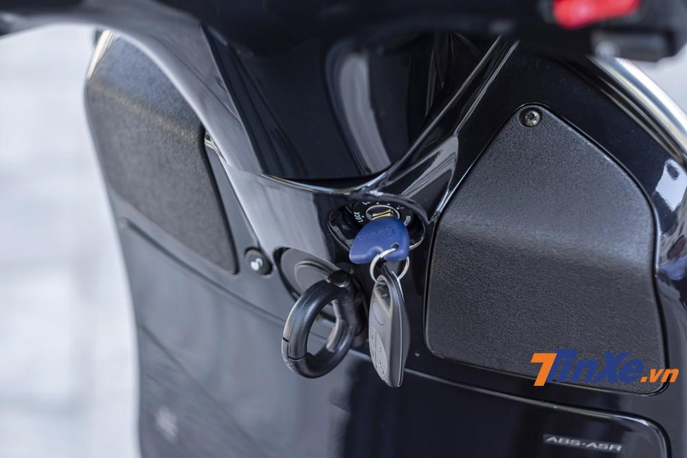 Khoá cơ nhưng được trang bị chip từ chống trộm vẫn là ưu điểm mạnh mẽ của những chiếc xe Vespa như Vespa GTS SuperTech 300HPE.