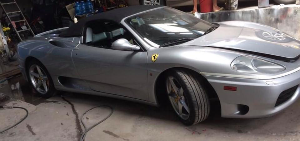 Cận cảnh màu sơn bạc của siêu xe Ferrari 360 Spider