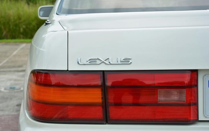 Thậm chí, cái tên Lexus còn khiến Toyota vướng vào kiện tụng