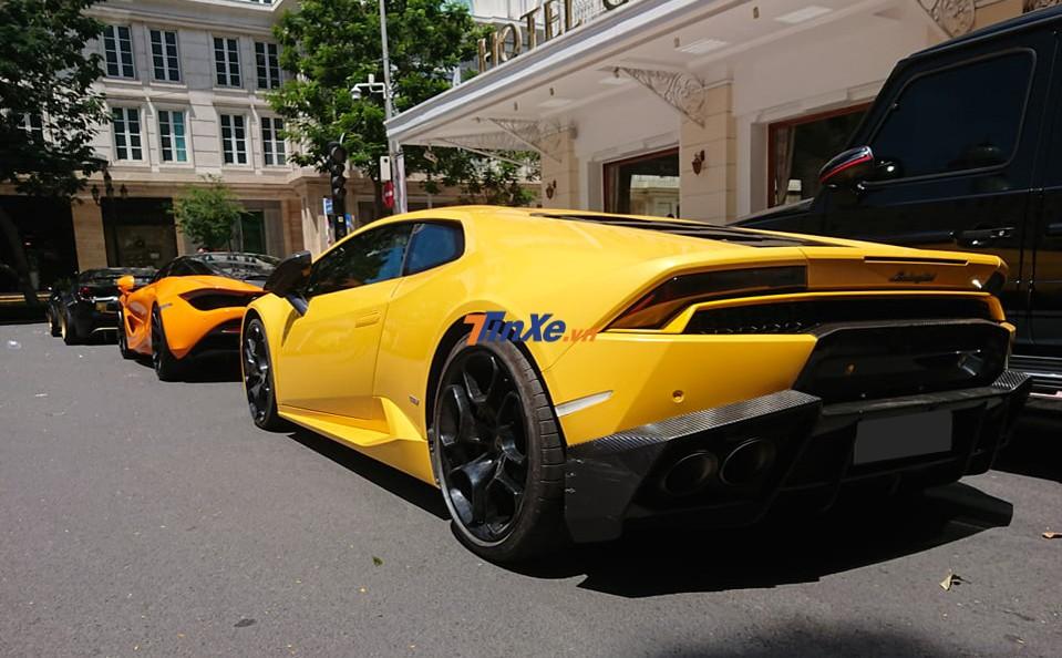 Cận cảnh vẻ đẹp của siêu xe Lamborghini Huracan LP610-4 màu vàng chỉ giữ lại đuôi xe theo bản độ Mansory
