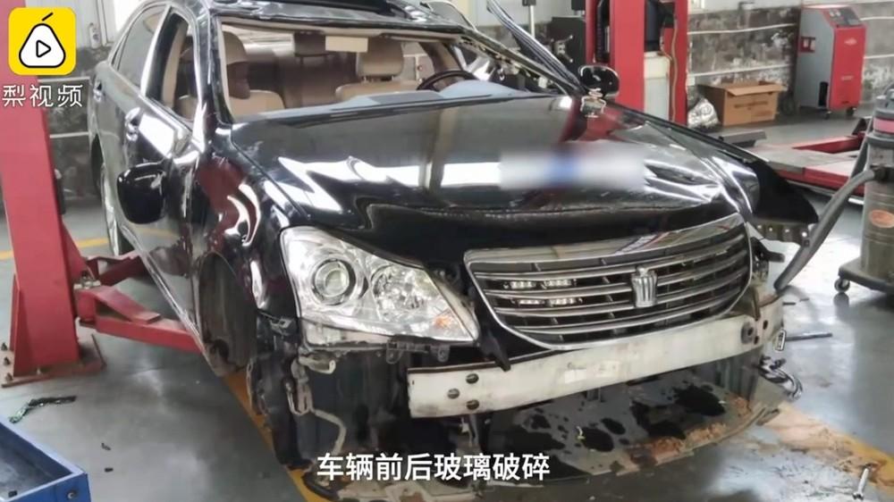 Thiệt hại của chiếc sedan khi chủ xe drift hỏng
