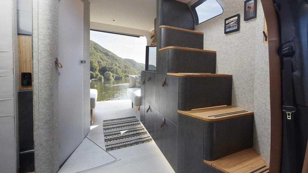 Người sử dụng có thể tiếp cận không gian phía trên lối cầu thang