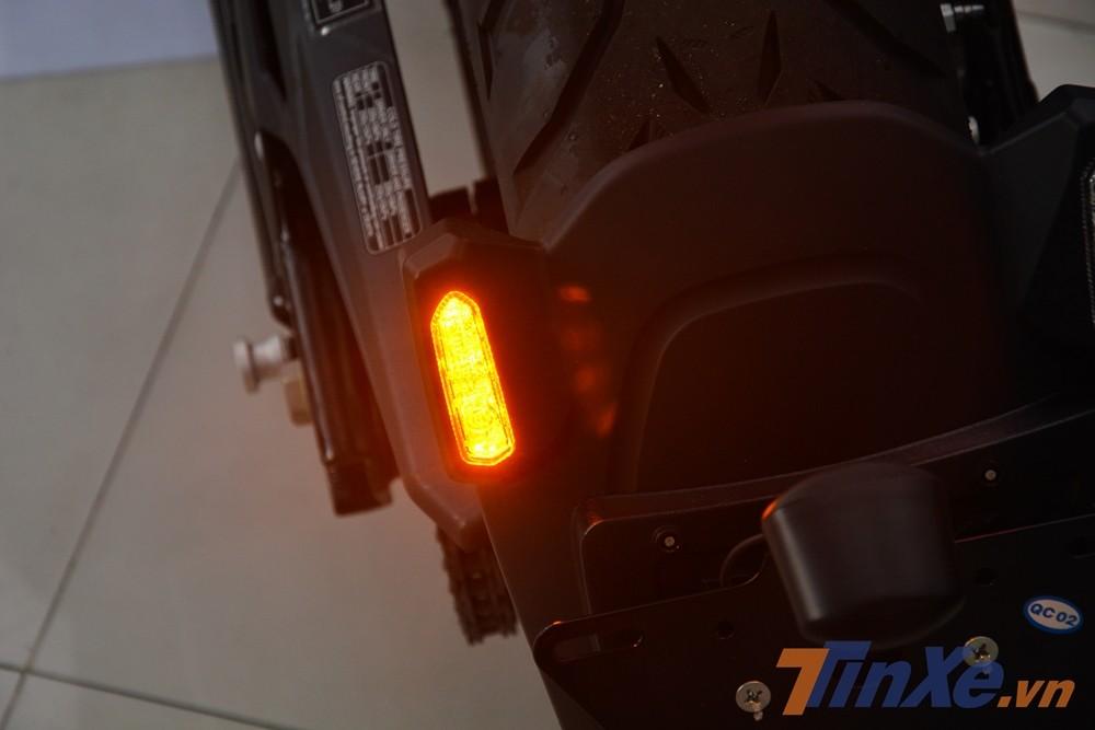 Xi-nhan của Benelli 502C 2019 dạng LED